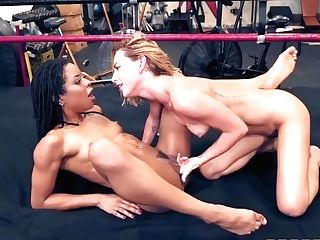 Carter Cruise And Kira Noir In And Meet For A Cooter Eating Fight