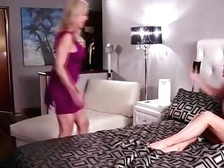 Sexy Cougar Brandi Loves Fondling Cunny With Teenage Carter