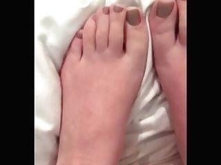 Jism, Drool, Lotion &vape On Feet